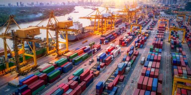 Compensazione emissioni CO2: come ridurre l'impatto ambientale, dalla logistica ai materiali di produzione